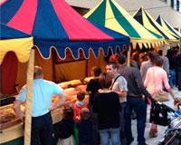 Comerciantes y feriantes califican de gran éxito el mercado y circo medieval en Sarriguren