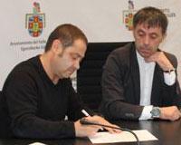 Firmado en Sarriguren un convenio entre el Ayuntamiento y Mintzakide