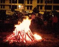 Gran éxito de las hogueras de San Juan en Sarriguren