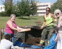 Nueva jornada de extracción de compost en Sarriguren