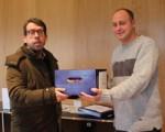 Centros de rehabilitación como el Felix Garrido de Sarriguren entregan 1.000 pines al Ayuntamiento