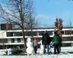 La nieve llegó el viernes y cubrió las calles de Sarriguren