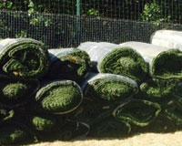 A la venta el antiguo césped artificial del campo de fútbol de Sarriguren